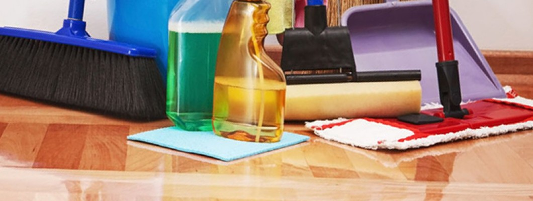 Klusje voor nà de zomer: vloer schoonmaken!